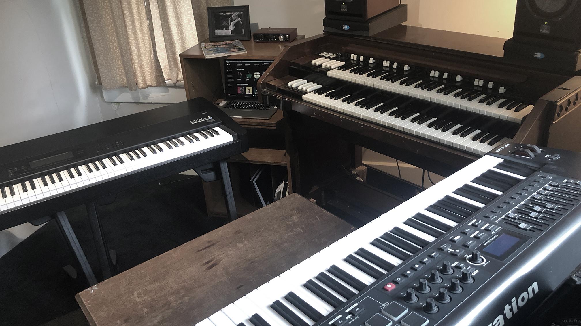 KEYBOARD & MIDI ROOM